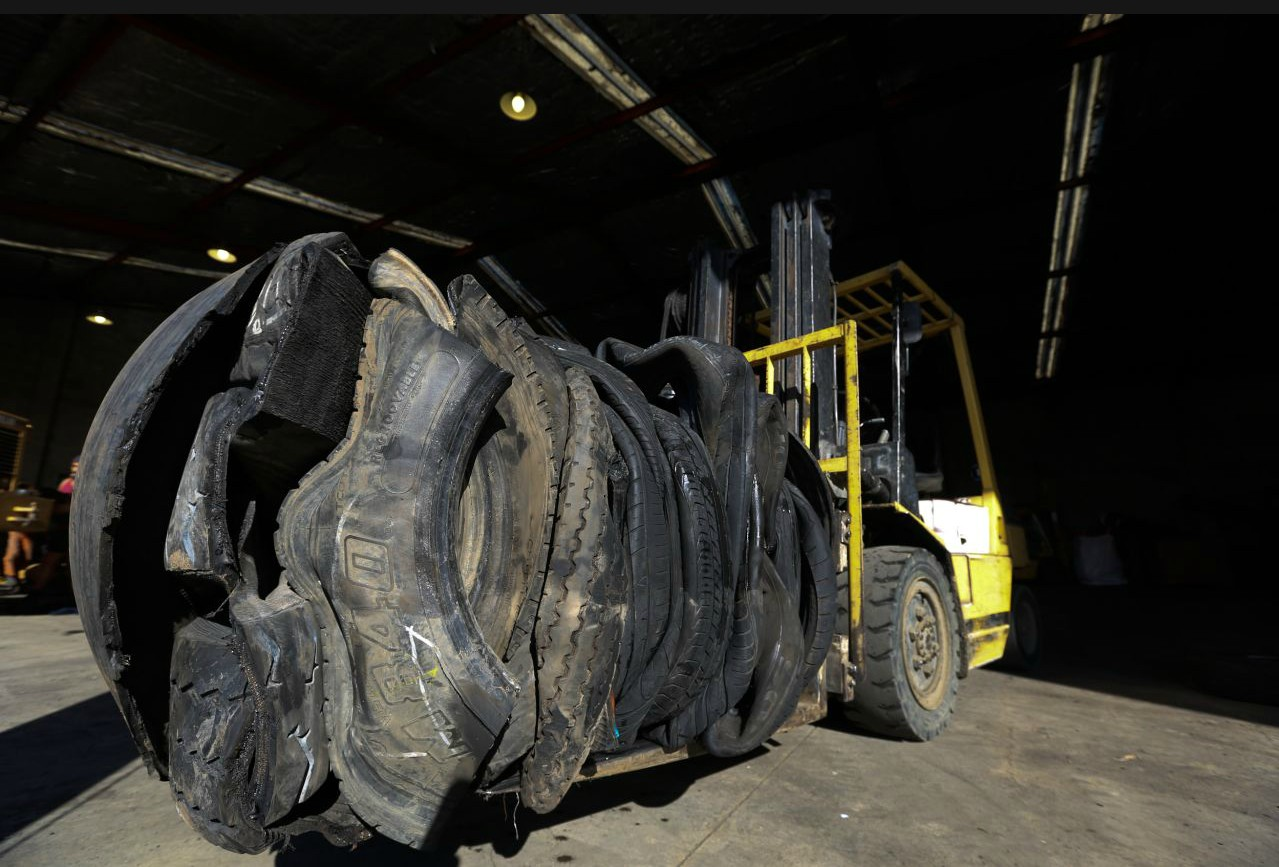 Standard Heavy Duty Baler for High Rebound Material (eg. Tire Balers )